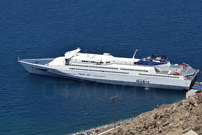 Το ταχύπλοο Tera Jet στον Αθηνιό την Κυριακή 19 Ιουλίου. Φωτογραφία: Κώστας Κωνσταντινίδης