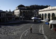 Άδεια πλατεία στο Μοναστηράκι εν μέσω lockdown