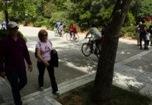 Βόλτα σε πεζόδρομο της Αθήνας