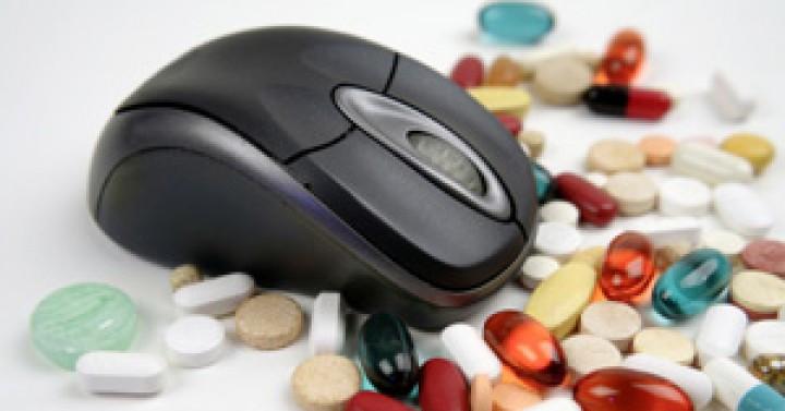 Ποντίκι ανάμεσα σε χάπια