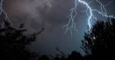 Καταιγίδα με κεραυνούς στον ουρανό