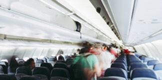 επιβάτες αεροπλάνου κατά την αποβίβαση