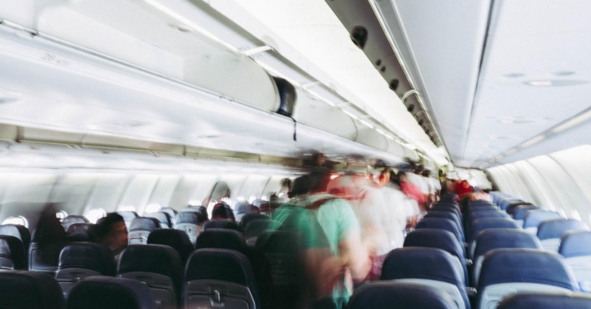Αεροπλάνο με επιβάτες την ώρα της αποβίβασης