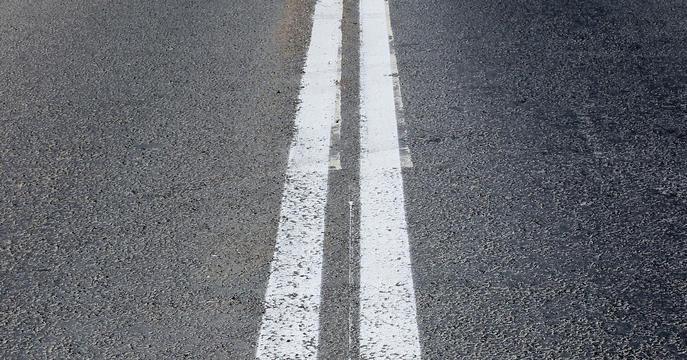διπλή διαχωριστική γραμμή σε οδόστρωμα