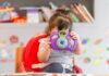 Μικρό κοριτσάκι σε παιδικό σταθμό