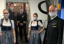 Αεροσυνοδοί της Lufthansa με στολές Oktoberfest