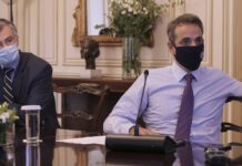 Σ. Τσιόδρας και Κ. Μητσοτάκης κατά τη σύσκεψη για τον κορονοϊό στο Μέγαρο Μαξίμου
