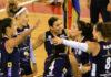 Αθλήτριες του ΑΟ Θήρας πανηγυρίζουν πόντο επί του ΑΟ Λαμίας 2013