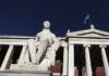 Άγαλμα Καποδίστρια έξω από το ΕΚΠΑ