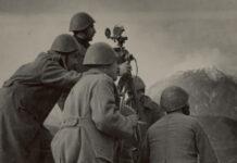 Έλληνες στρατιώτες με αποστασιόμετρο στο μέτωπο της Αλβανίας