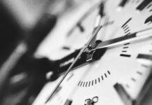 Ρολόι δείχνει την ώρα