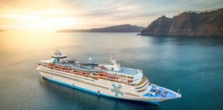 Κρουαζιερόπλοιο της Celestyal Cruises στη Σαντορίνη