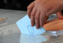 Φάκελος με ψηφοδέλτιο σε κάλπη