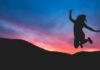 Ενθουσιασμός, γυναίκα χοροπηδάει