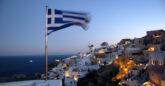 Ελληνική σημαία στη Σαντορίνη