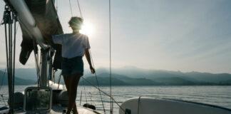 Γυναίκα σε σκάφος